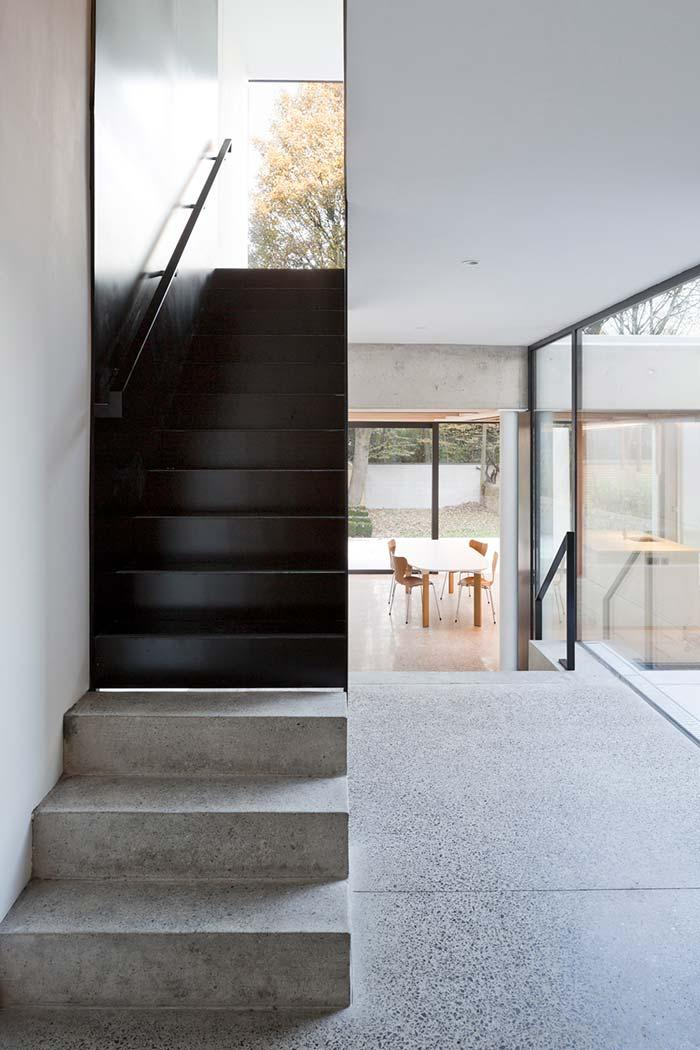 Straight staircase made of wood and concrete