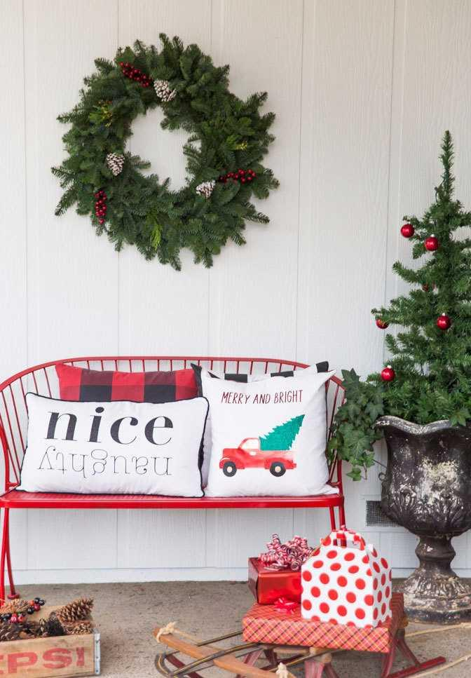 Christmas Cushions: 60 Decorating Ideas and How to Make 38