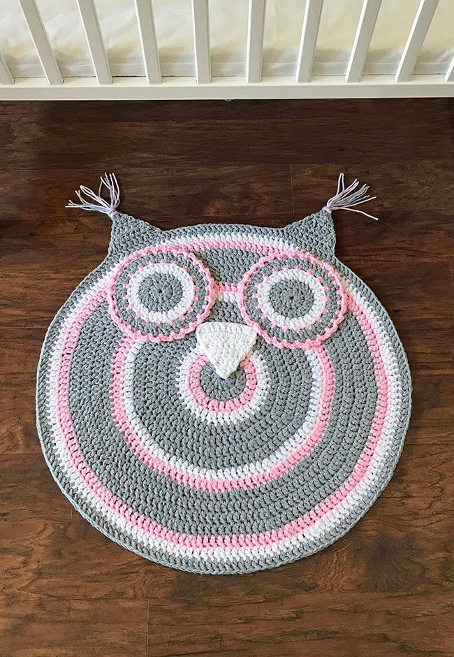 Round and striped rug with pink, gray and white