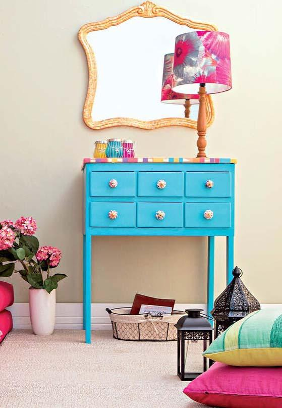 Revenue for used furniture: vibrant paint, new and coated top