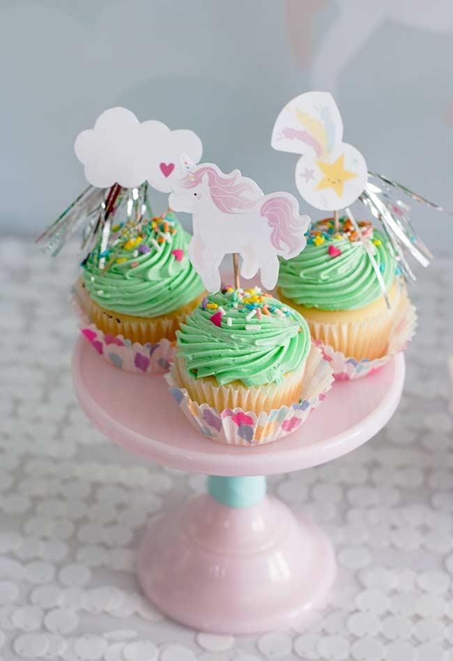 Cupcakes with decoration for unicorn party